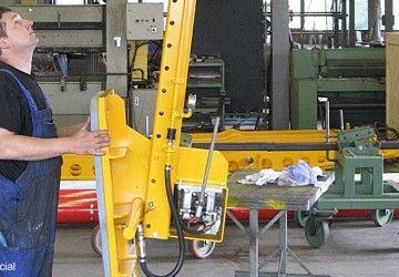 Huurtoestel van Aerolift dat van oorsprong ontwikkeld is voor het kantelen van betonelementen.