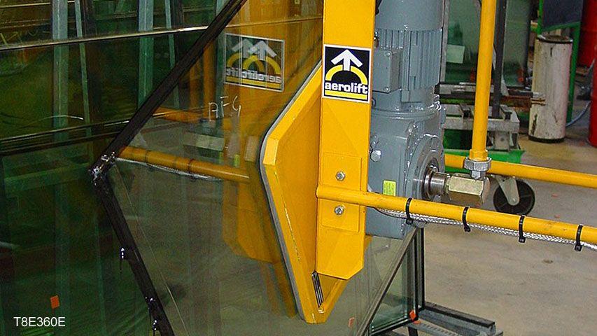 Dit vacuüm heftoestel van Aerolift wordt gebruikt voor het positioneren van glasplaten op een transportframe