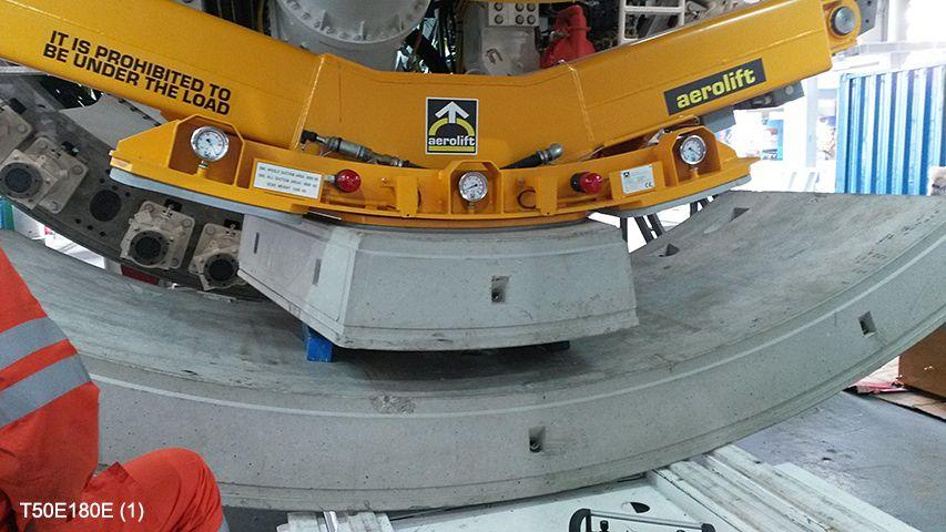 Aerolift vacuüm heftoestellen voor het handlen van tunnelelementen en keystones in de TBM